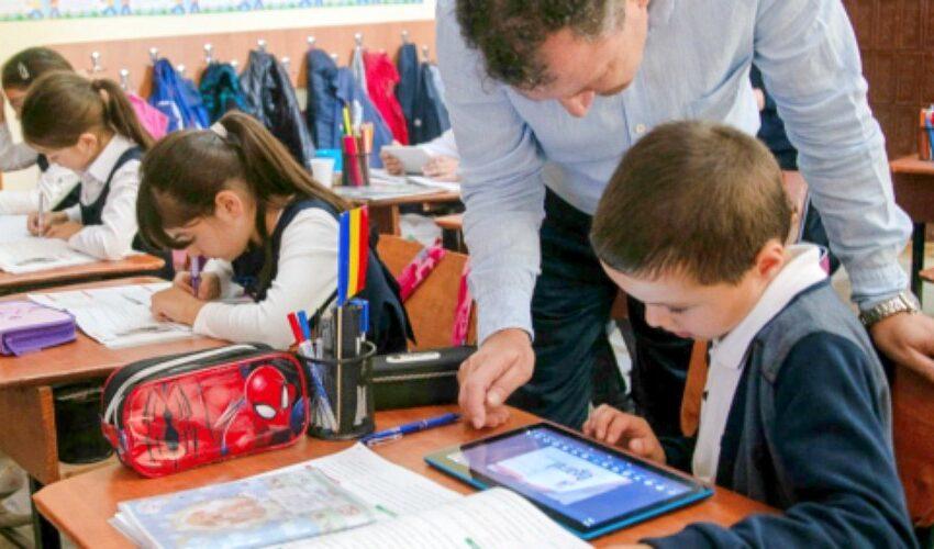 Învăţământul – privit altfel de elevi – diferit de viziunea autorităților